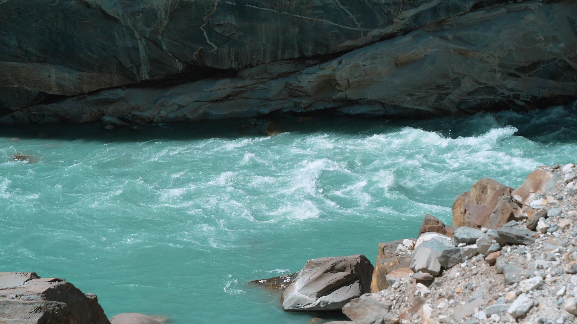 Turquoise water of Spiti River at Khaab Bridge